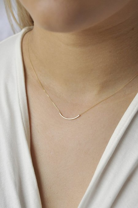 Wild Fawn delicate curve necklace - 9ct gold