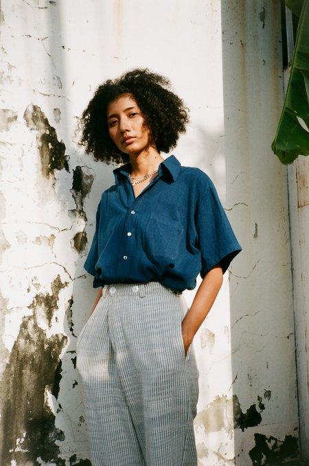 unisex Seeker x Retriever Essential Short Sleeve Shirt - natural indigo