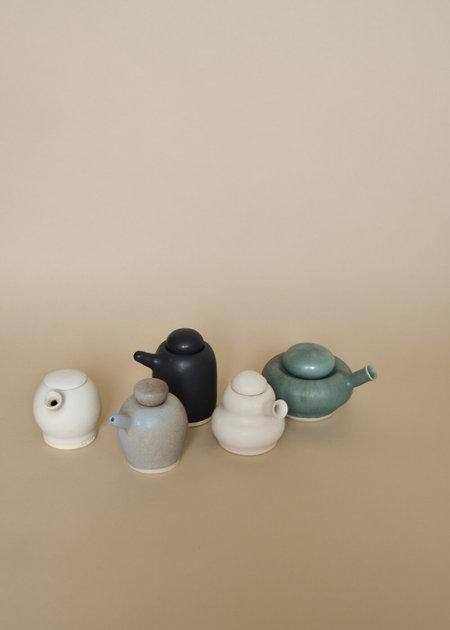 Sister Ceramics Wavy Tiny Pour - White