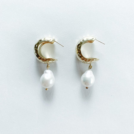 Crescioni alma pearl earrings