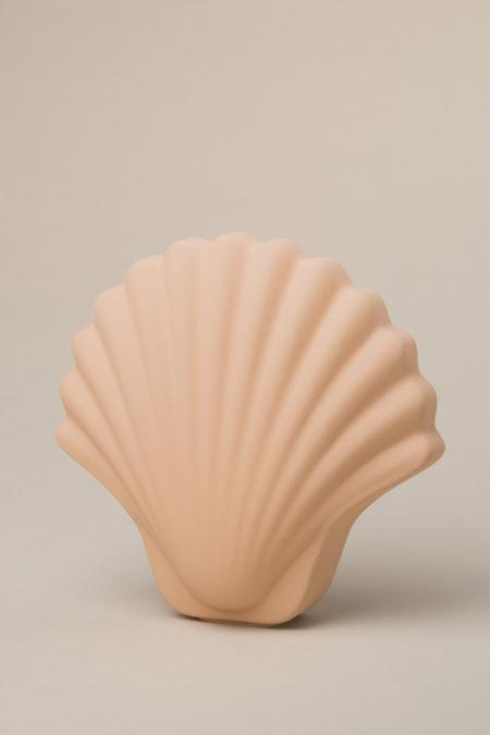 Los Objetos Decorativos Seashell Vase - Ecru