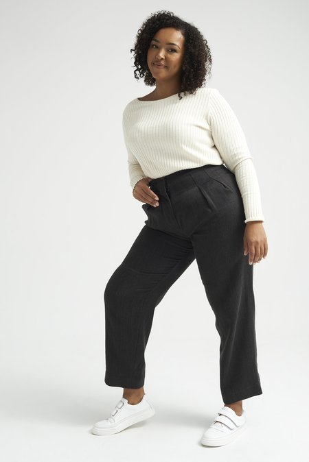 Lois Hazel Roman Pant - Black