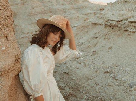 Freya Camelia Hat - Sand/Natural
