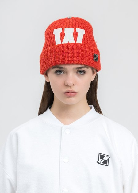 we11done CRed Logo Leather Patch Embroidered Beanie - red