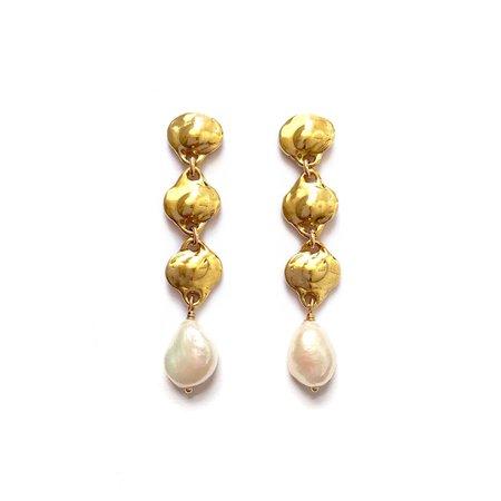 Goldeluxe Jewelry Lorelei Earrings with Pearl - Brass