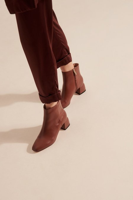 Nelson Made Luna Ankle Boot - Mousse