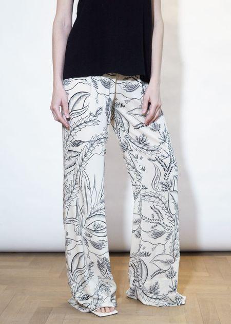 ÁERON Patch Pants - Bull Print/Cream