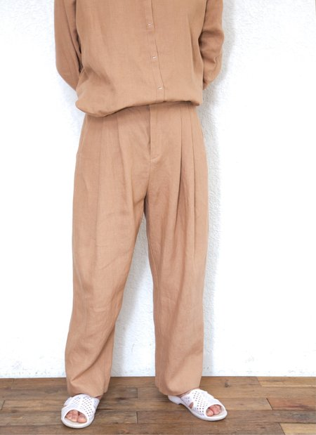 Unisex KAAREM Waxy Pleated Tapered Cropped Pant - Brown Sand