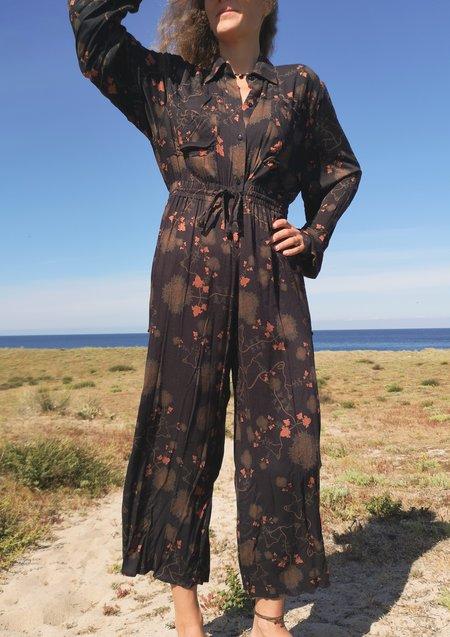 Berenik AIRY SUMMER SILKY RAYON WIDE JUMPSUIT - printed black/rust