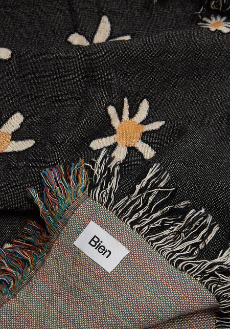 Bien Mal Beatriz Throw Blanket - Black