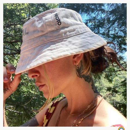 NOTO botanics PRIDE LIMITED EDITION BUCKET HAT - Natural