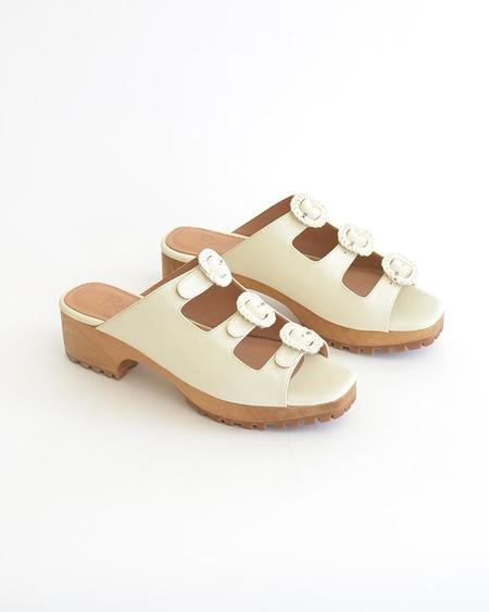 Vamp Shoes Beklina Buckle Clog - Off White