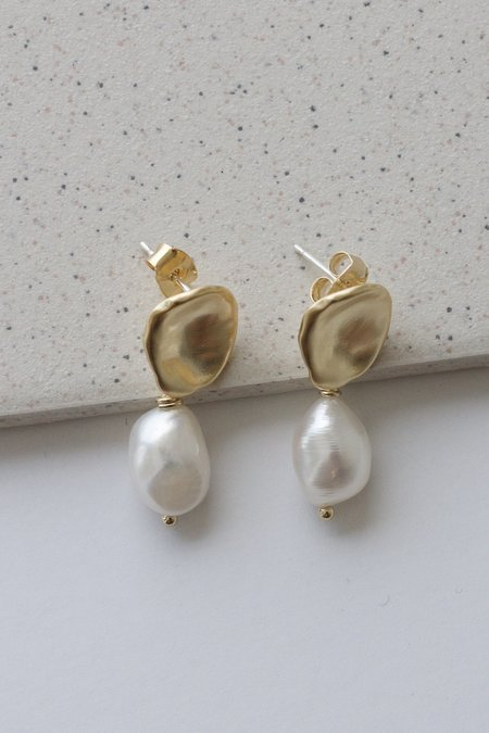 Descendant Pearl Drop Earring - Gold