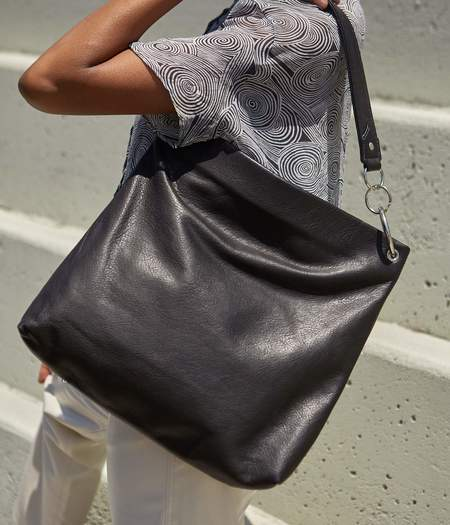 Clyde World Bag - Black Leather