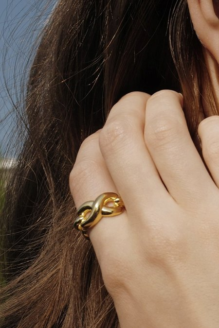 S_S.IL TWIST BOLD & LINK RING - GOLD