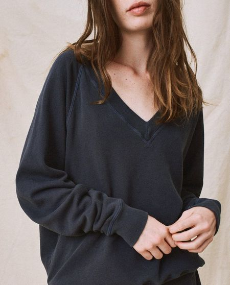 The Great. The V-Neck Sweatshirt - Dark Navy
