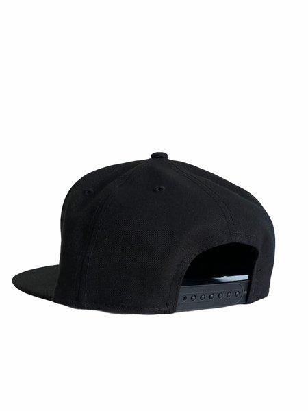 machus FLAT BRIM LOGO HAT - black