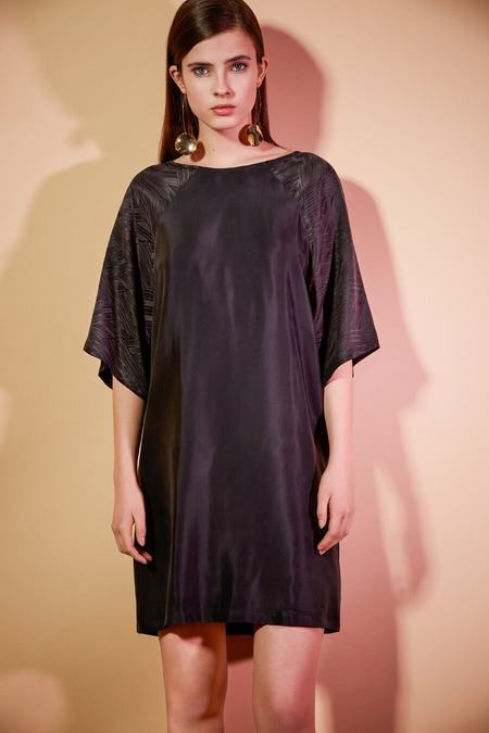Eve Gravel Raven Robe