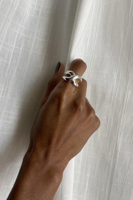 S_S.IL TWIST BOLD RING - SLIVER