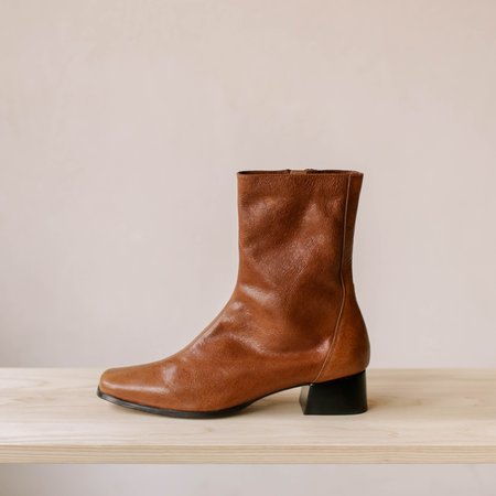 About Arianne Marion Bold boot - Almond