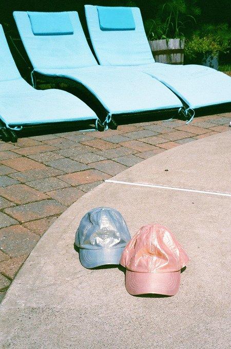 COLORANT SILK LAME FITTED CAP - Indigo / Rose