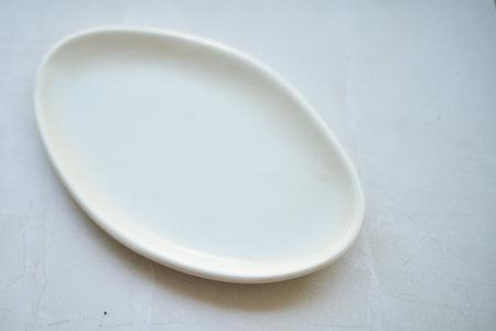 Edie McLaughlin Nussbaumer Ceramics Serving plate - white