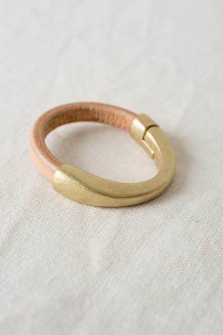 Alison Blair Studio Leather Bracelet in Natural/Brass