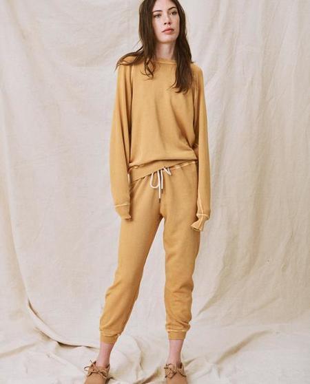 The Great. The College Sweatshirt - Honey