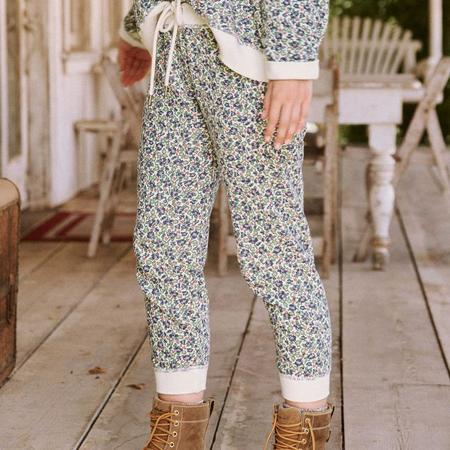 The Great. The Cropped Sweatpant - CREAM FIELD FLORAL