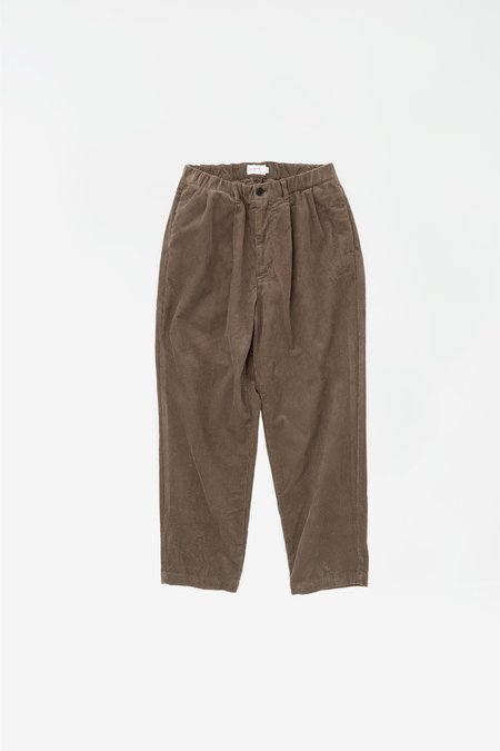 Still By Hand Corduroy 2 tuck pants - greige