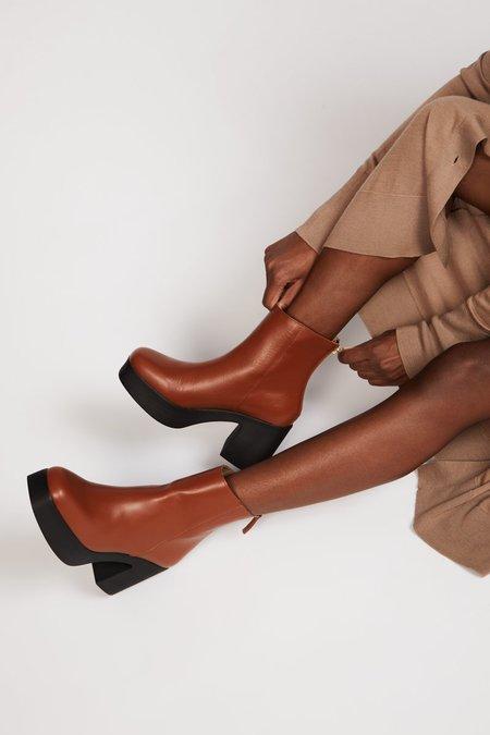 """INTENTIONALLY __________."" DRUE 3.0 boots - Cognac"