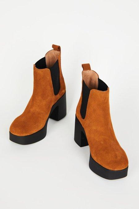"""INTENTIONALLY __________."" DRUE boots - Tan"