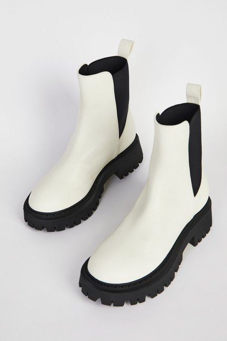 """""""INTENTIONALLY __________."""" GUIDED boots - White"""