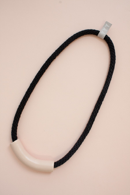 YYY COLLECTION PEACH TUBE NECKLACE