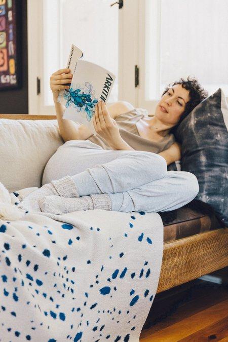 Hillery Sproatt  Knit Blanket - Night Sky Flax