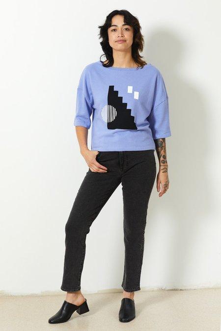 North Of West Cameron Organic Short Sleeve Sweatshirt - Periwinkle/Stairs Print