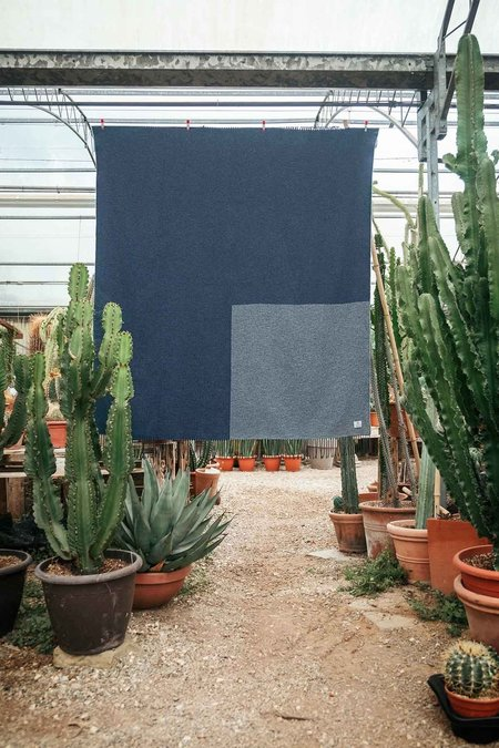 rifo recycled cotton travel blanket