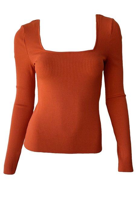 The Range Banded Alloy Rib Top - Blood Orange