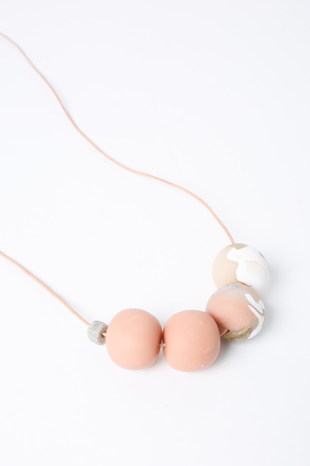 Peppertrain The everyday necklace in neutrals