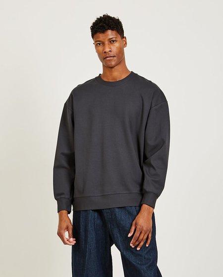 GREI. Loose Crew Guset sweater - CHARCOAL