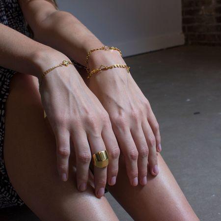 Alynne Lavigne 'Knuckle Ring'