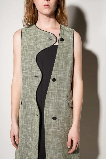 Kahle Curvilinear Vest With Piping