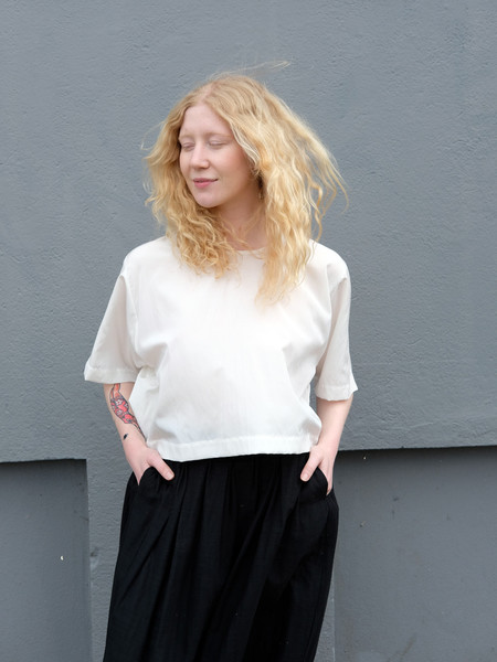 Lloyd Cropped Tee in Ivory Silk