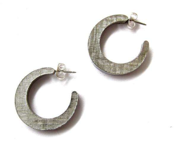 Textured hoops