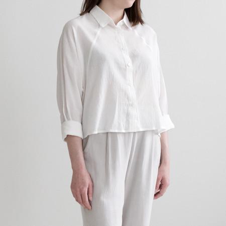 7115 by Szeki Cropped 3/4 Button Down Shirt - Off-White