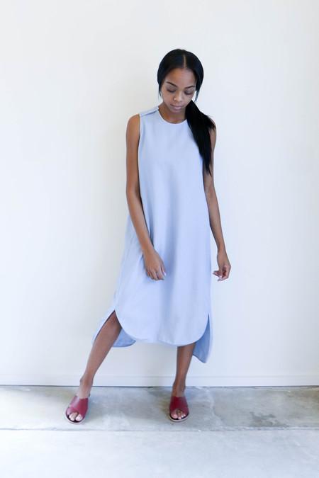 7115 By Szeki Crew Neck Shift Dress in Light Indigo