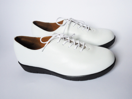 Essential Oxford - White