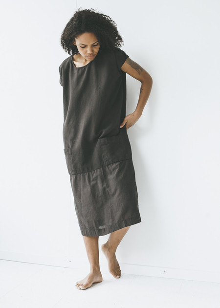 Auntie Oti - Sleeveless Dress in Dark Grey