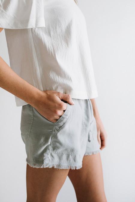 Bella Dahl Frayed Pocket Shorts