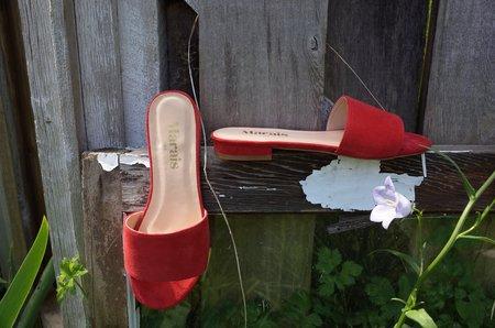 Marais Cherry Slide